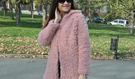pink-faux-fur-coat