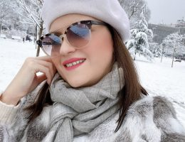 how to look chic in the snow